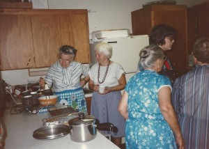 1985 Ladies in Kitchen