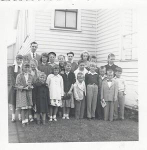 20-Sun-School-Group Outdoors